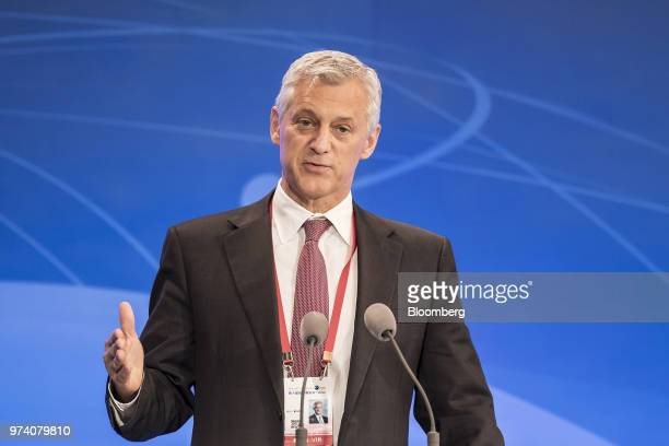 Bill Winters chief executive officer of Standard Chartered Plc speaks during the Lujiazui Forum in Shanghai China on Thursday June 14 2018 A reversal...