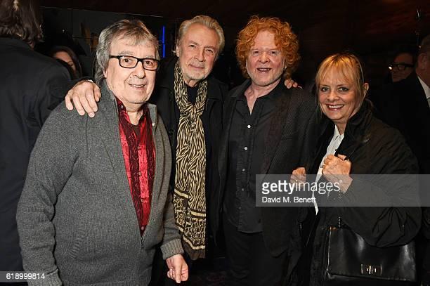 Bill Wyman Leigh Lawson Mick Hucknall and Twiggy pose backstage at Bill Wyman's 80th Birthday Gala as part of BluesFest London at Indigo at The O2...