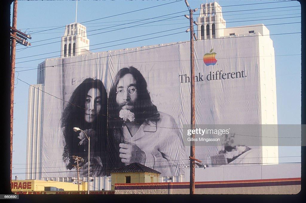 John Lennon And Miles Davis In Apple Ads : Fotografía de noticias