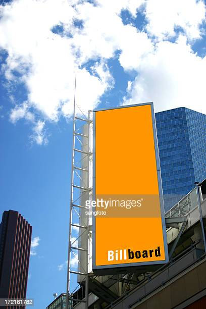 billboard in the city - verticaal stockfoto's en -beelden