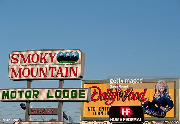 billboards in pigeon forge - dollywood stock pictures, royalty-free photos & images