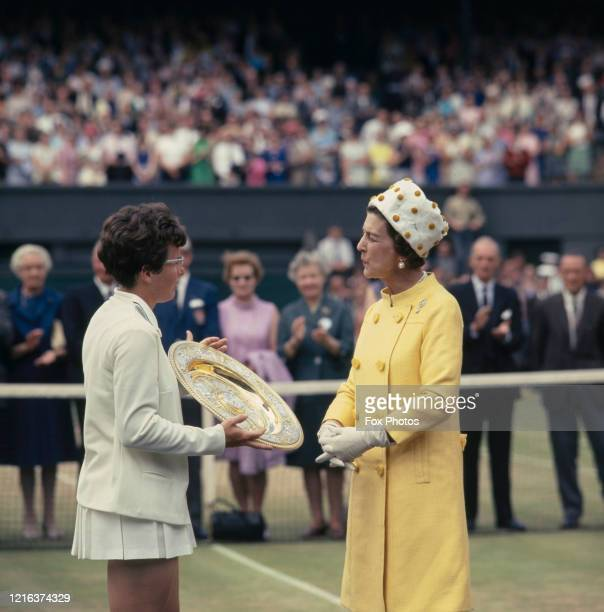 Billie Jean King of the United States is presented with the Venus Rosewater Dish by Princess Marina, Duchess of Kent after defeating Ann Jones at the...