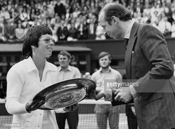 Billie Jean King of the United States receives the Venus Rosewater Dish from HRH Prince Edward Duke of Kent after defeating Evonne Goolagong of...