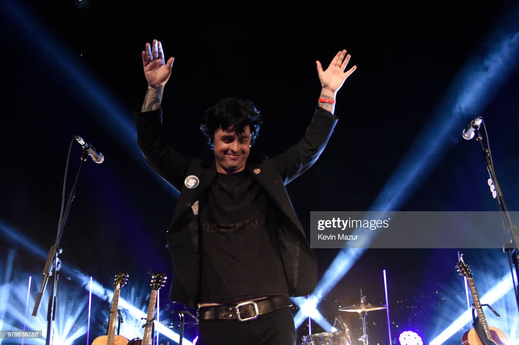 billie-joe-armstrong-performs-during-a-s