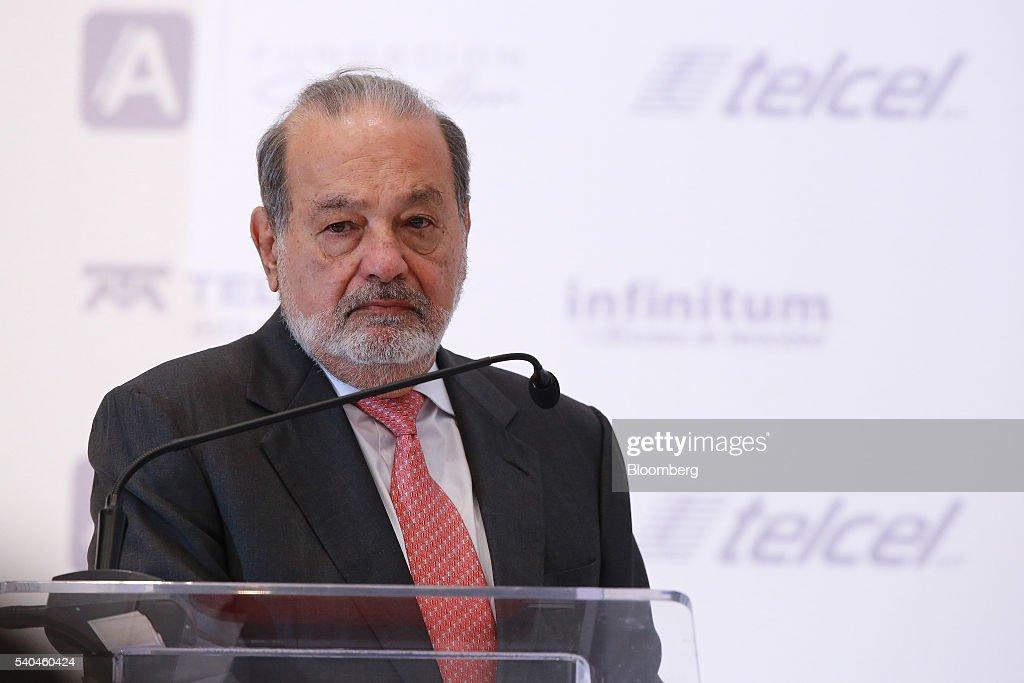 Billionaire Carlos Slim Speaks During The Launch Of Learning Platform Aprende : Nieuwsfoto's