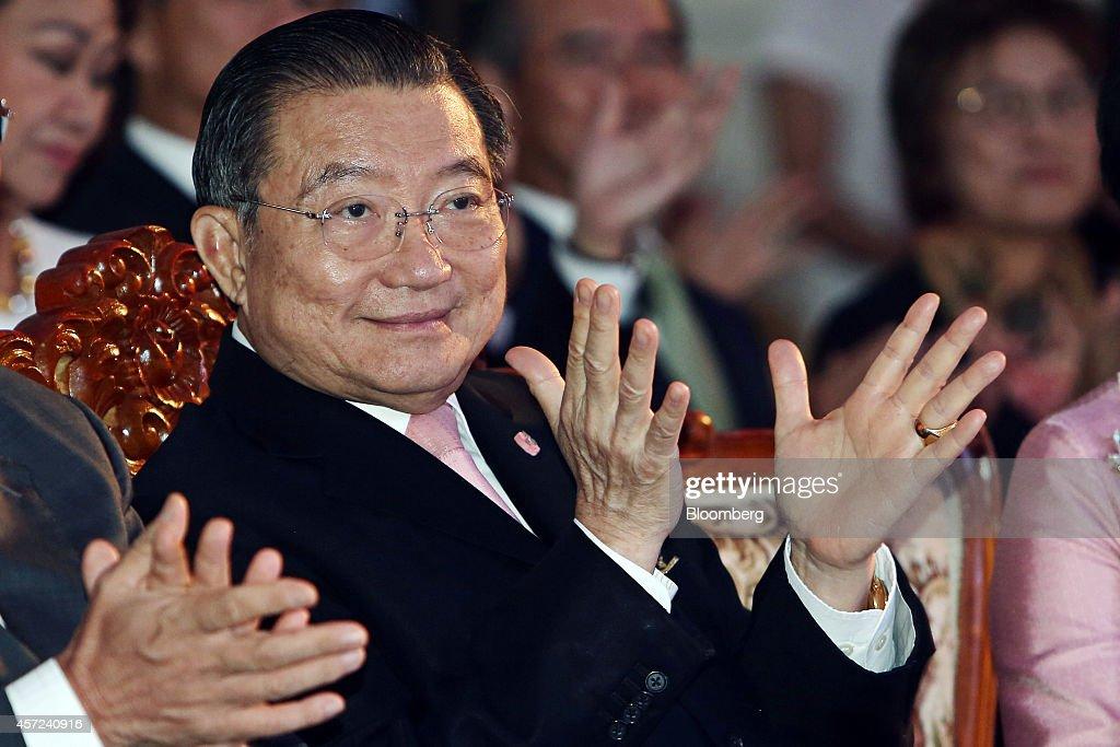 Billionaire Charoen Sirivadhanabhakdi Attends Thai Beverage Pcl. Charity Event Press Conference : News Photo