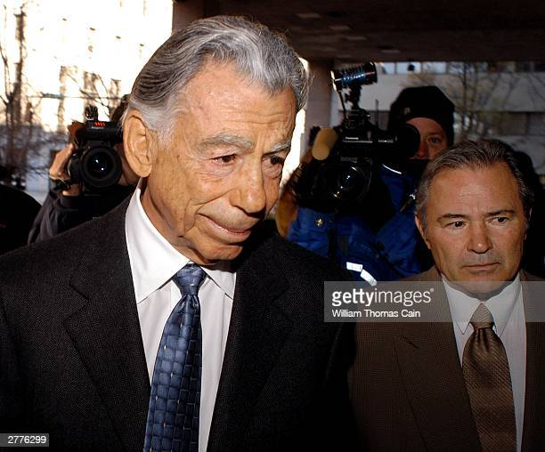 Billionaire investor Kirk Kerkorian arrives at the J Caleb Boggs Federal Building to testify in his lawsuit against Daimler Chrysler AG December 2...