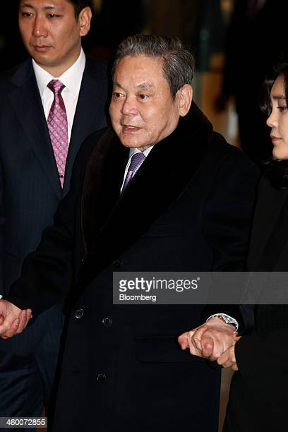 Billionaire Lee Kun Hee, chairman of Samsung Electronics Co., center, and daughter Lee Boo Jin, chief executive officer of Hotel Shilla Co., right,...