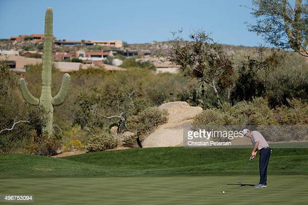 Billy Andrade putts during the final round of the Charles Schwab Cup Championship on the Cochise Course at The Desert Mountain Club on November 8...