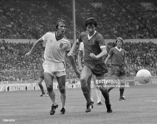 Football 9th August 1980 Wembley Stadium London FA Charity Shield Liverpool 1 v West Ham United 0 West Hams Billy Bonds and Liverpools Alan Hansen...