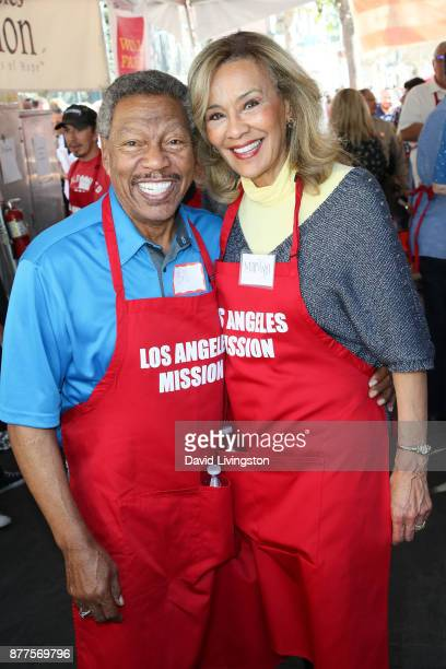 Billy Davis Jr and Marilyn McCoo are seen at the Los Angeles Mission Thanksgiving Meal for the homeless at the Los Angeles Mission on November 22...