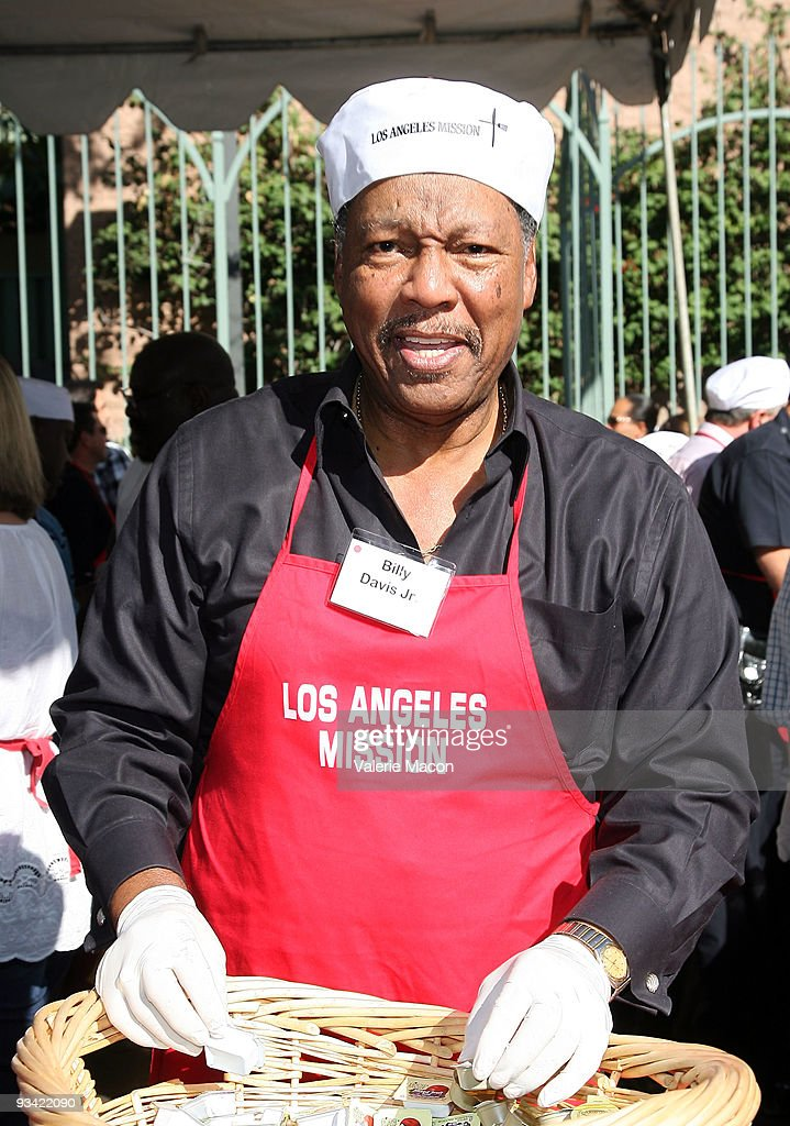Billy Davis Jr attends the Los Angeles Mission Thanksgiving meal for the homeless at Los Angeles Mission on November 25, 2009 in Los Angeles, California.