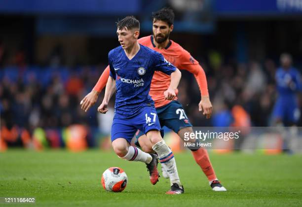 Billy Gilmour of Chelsea runs past Andre Gomes of Everton during the Premier League match between Chelsea FC and Everton FC at Stamford Bridge on...