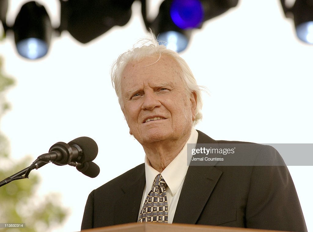 Billy Graham's Farewell Message of his Last Crusade : News Photo