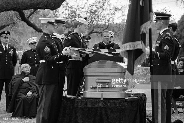 Billy Graham delivers the sermon at the graveside services for former President Lyndon B Johnson at the family cemetery on the LBJ Ranch