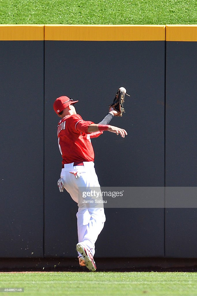 Billy Hamilton #6 of the Cincinnati Reds bobbles and drops a fly ball in center field in the sixth inning against the New York Mets at Great American Ball Park on September 7, 2014 in Cincinnati, Ohio. After the error the Mets scored three runs.