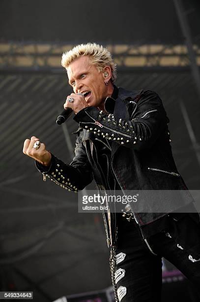 Billy Idol der britische Rockmusiker und Saenger bei einem Konzert auf der openairBuehne/Freilichtbuehne im Stadtpark Hamburg