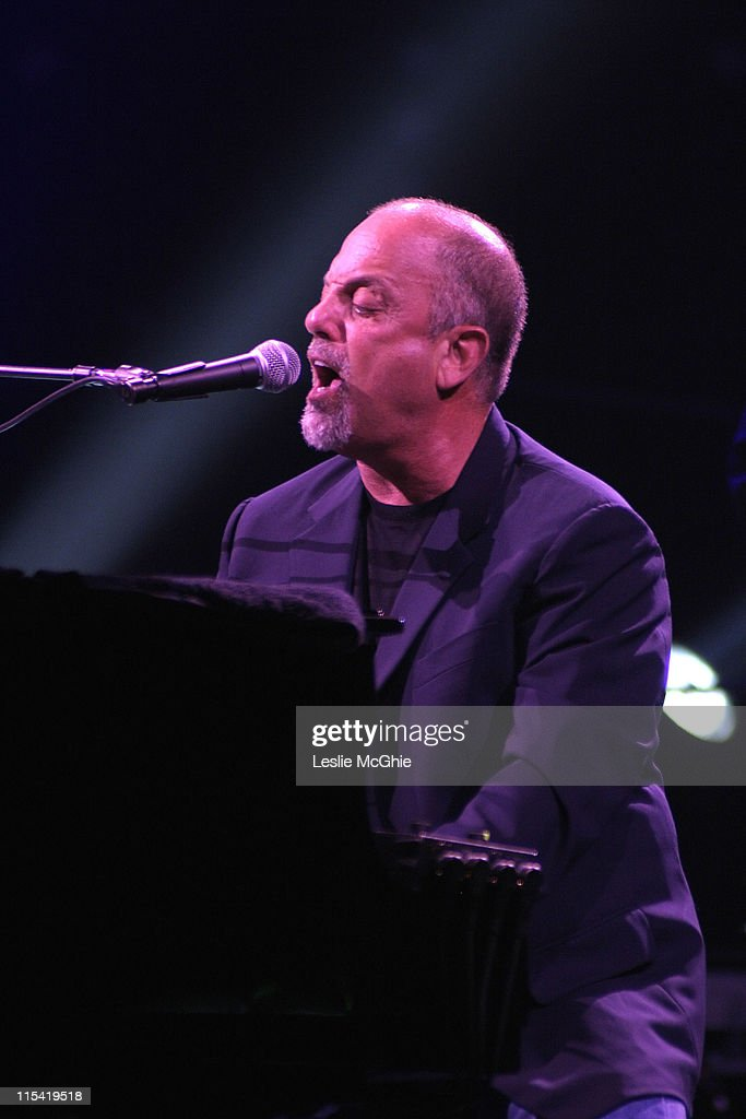 Billy Joel in Concert at Wembley Arena - July 10, 2006 : News Photo
