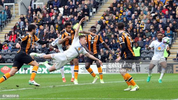 Billy Jones of Sunderland opens the scoring with a diving header during the Premier League match between Hull City and Sunderland at KCOM Stadium on...