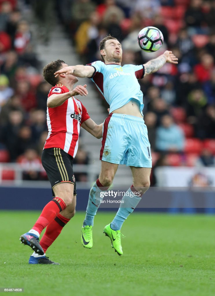 Billy Jones of Sunderland (L) tries to pressure Jeff Hendrick of Burnley during the Premier League match between Sunderland and Burnley at Stadium of Light on March 18, 2017 in Sunderland, England.