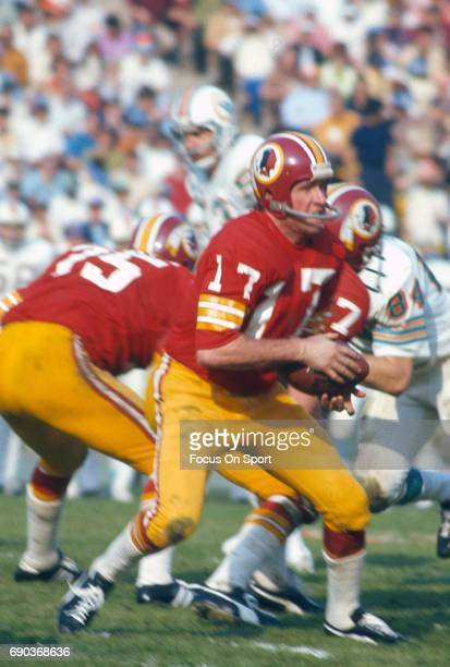 Billy Kilmer of the Washington Redskins drops back to pass against the Miami Dolphins during Super Bowl VII at the Los Angeles Memorial Coliseum in...