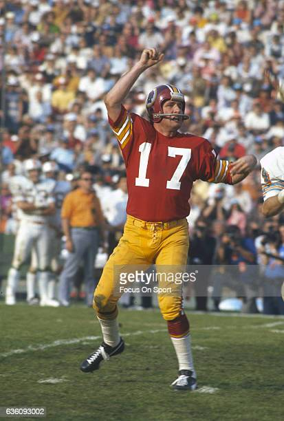 Billy Kilmer Washington Redskins throws a pass against the Miami Dolphins during Super Bowl VII at the Los Angeles Memorial Coliseum in Los Angeles...