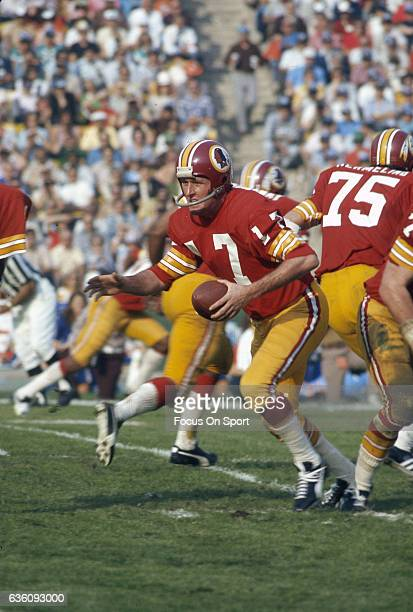Billy Kilmer Washington Redskins turns to hand off to a running back against the Miami Dolphins during Super Bowl VII at the Los Angeles Memorial...