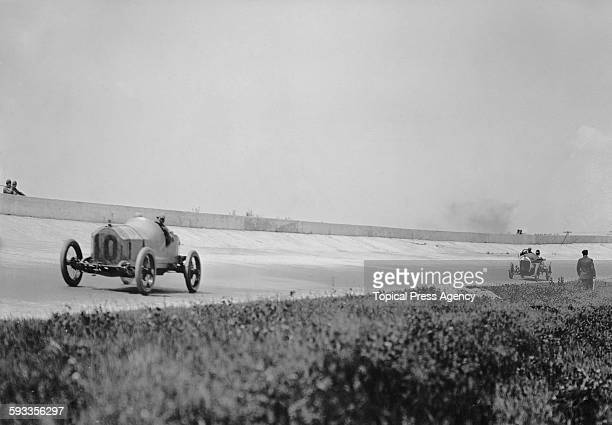Billy Knipper of the United States drives the Henderson Motor Company Henderson Duesenberg racer during the third running of the Indianapolis 500...