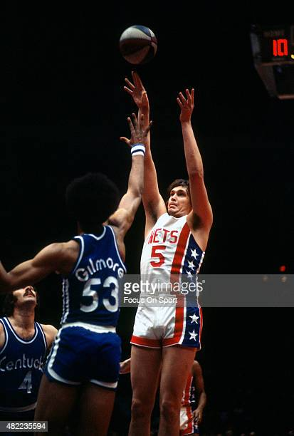 Billy Paultz of the New York Nets shoots over Artis Gilmore of the Kentucky Colonels during an ABA basketball game circa 1971 at the Rutgers Athletic...