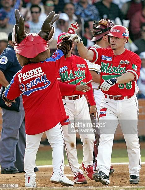Billy Selvy de Venados de Mazatlan de Mexico es felicitado tras batear un home run en un juego con Indios de Mayaguey de Puerto Rico en la Serie del...