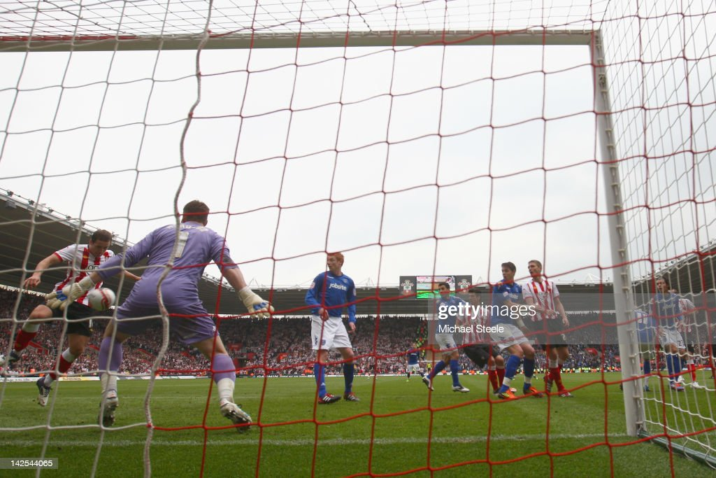 Billy Sharp (L) of Southampton scores his second goal during the npower Championship match between Southampton and Portsmouth at St Mary's Stadium on April 7, 2012 in Southampton, England.