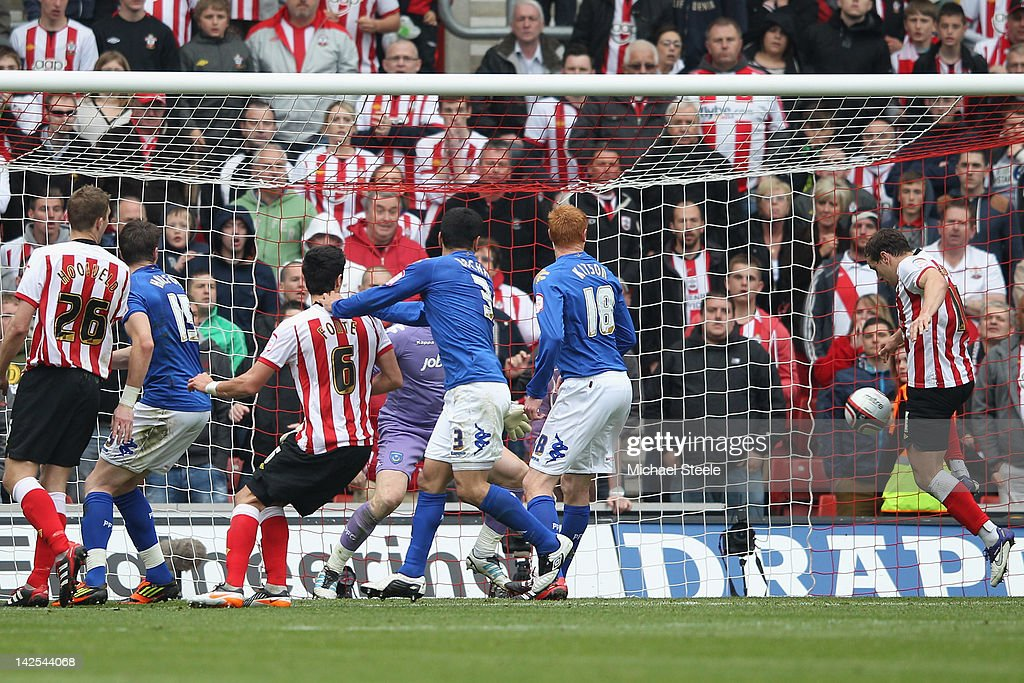 Billy Sharp (R) of Southampton scores his second goal during the npower Championship match between Southampton and Portsmouth at St Mary's Stadium on April 7, 2012 in Southampton, England.