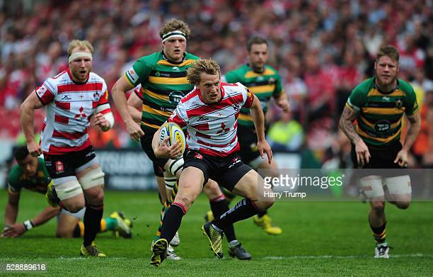 Billy Twelvetrees of Gloucester Rugby goes on the charge during the Aviva Premiership match between Gloucester Rugby and Northampton Saints at...