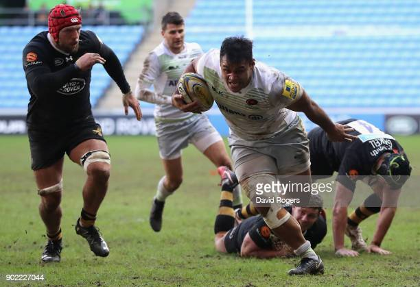 Billy Vunipola of Saracens breaks with the ball during the Aviva Premiership match between Wasps and Saracens at The Ricoh Arena on January 7 2018 in...