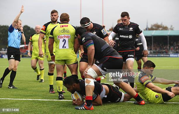 Billy Vunipola of Saracens dives over to score their third try during the Aviva Premiership match between Saracens and Leicester Tigers at Allianz...