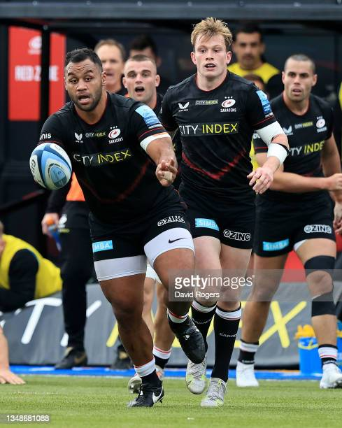 Billy Vunipola of Saracens passes the ball during the Gallagher Premiership Rugby match between Saracens and Wasps at StoneX Stadium on October 24,...