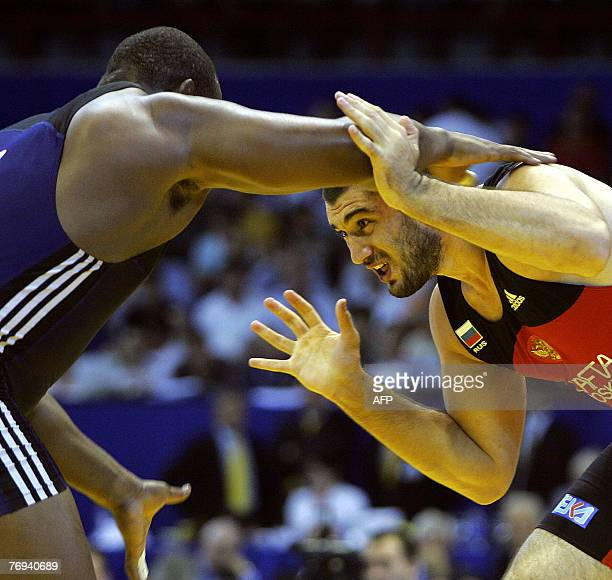 Bilyal Makhov of Russia wrestles Alexis Rodriguez Valera of Cuba in the freestyle 120 kg competition in Baku 21 September 2007 Baku the capital city...