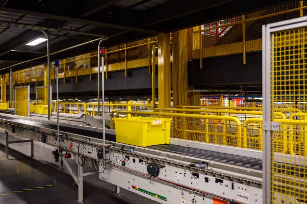 WA: In Amazon's Flagship Fulfillment Center, the Machines Run the Show