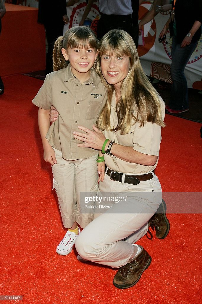 Bindi Irwin (L) and her mother Terri Irwin arrive on the orange carpet for the fourth annual Nickelodeon Australian Kids' Choice Awards 2006 (NSW) at the Sydney Entertainment Centre on October 11, 2006 in Sydney, Australia. They are honouring a promise to present an award at this evening's event made by Bindi's father Steve Irwin, who was killed last month by a sting ray barb.
