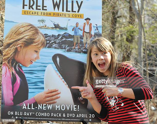 Bindi Irwin promotes her new movie 'Free Willy Escape from Pirate's Cove' at the Toronto Zoo on March 9 2010 in Scarborough Canada