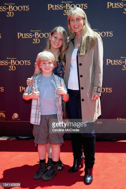 Bindi Irwin Robert Irwin and Terri Irwin arrive at the 'Puss in Boots' Australian Premiere at HOYTS Entertainment Quarter on November 27 2011 in...