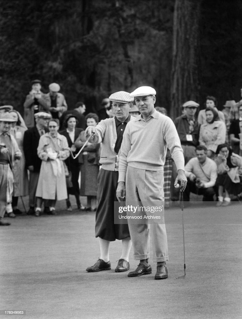 Bing Crosby and Ben Hogan : News Photo