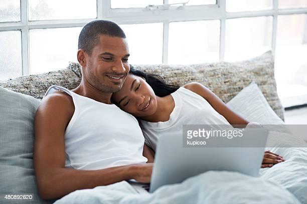 Übermäßigem-watching-Serie im Bett