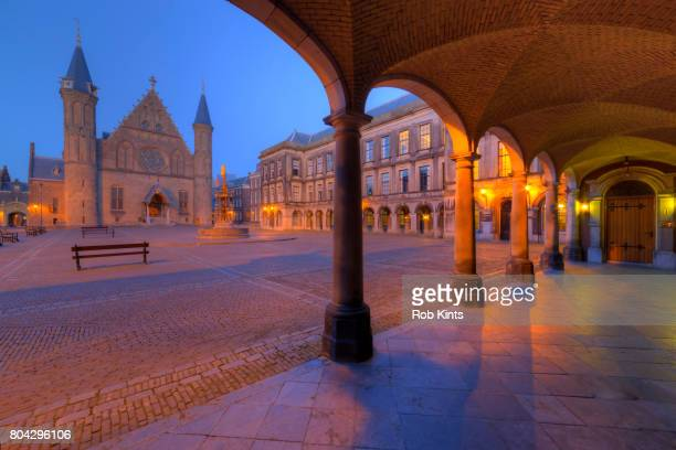 binnenhof and ridderzaal the hague at night - the hague stock pictures, royalty-free photos & images