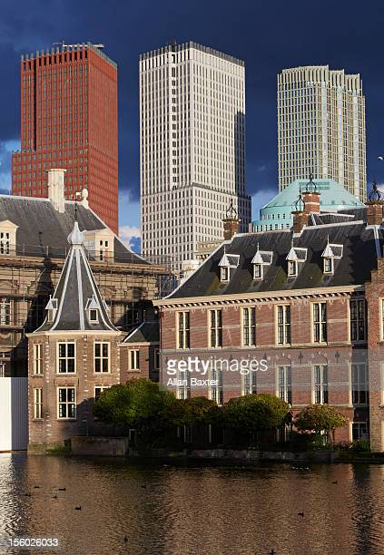 binnenhof parliment buildings - binnenhof stock photos and pictures