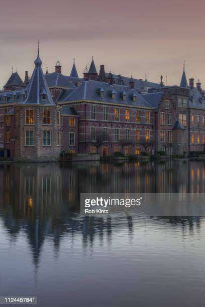 binnenhof (parliament buildings) with on the left 'het torentje' (little tower) the office of the prime-minister - binnenhof stock photos and pictures