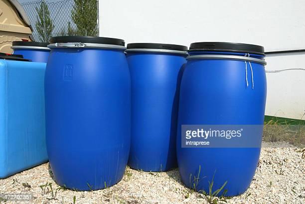 Des poubelles