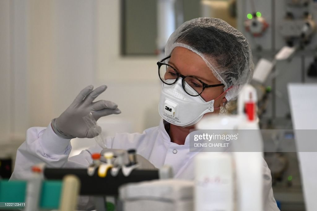 FRANCE-HEALTH-VIRUS-SCIENCE-TESTS : News Photo