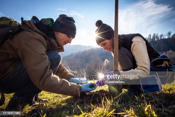 biologists examining dirt and it's acidity - biologist stock pictures, royalty-free photos & images
