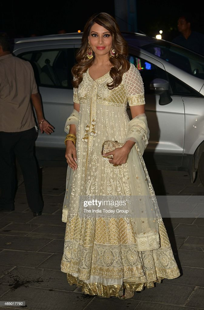 Bipasha Basu at Wedding reception of Tulsi Kumar in Mumbai